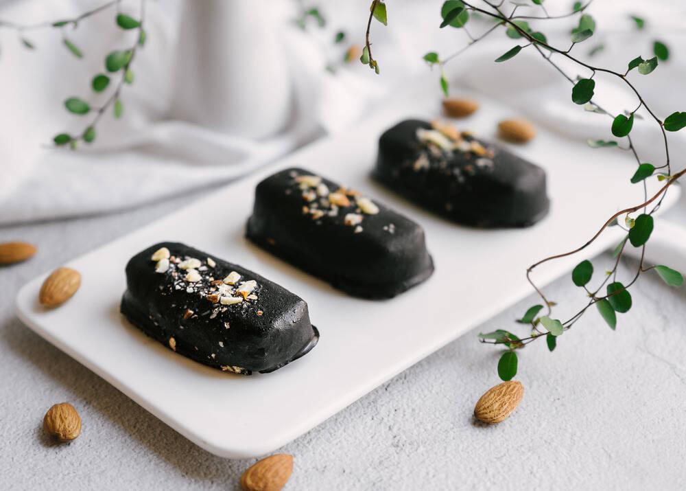 Žaliavalgiški marcipaniniai saldainiai